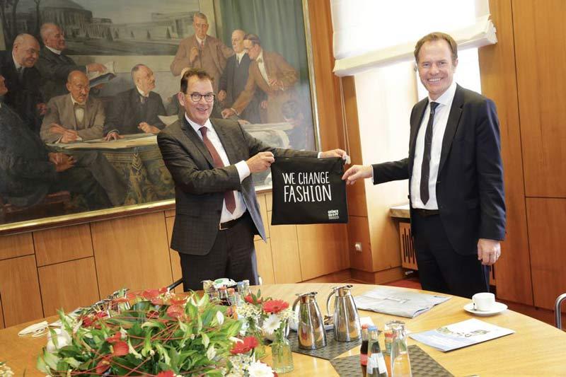Nachhaltigkeit und der Ausbau des entwicklungspolitischen Engagements waren Themen zwischen Bundesentwicklungsminister Dr. Gerd Müller und OB Dr. Stephan Keller im Rathaus. (Foto: Ingo Lammert)