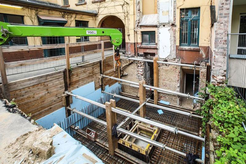 Die Sanierung des Schumann-Hauses in der Bilker Straße 15 nimmt weiter Fahrt auf. Erste Rohbauarbeiten für den Anbau im Hinterhof sind erfolgt. (Foto: Stadt Düsseldorf)