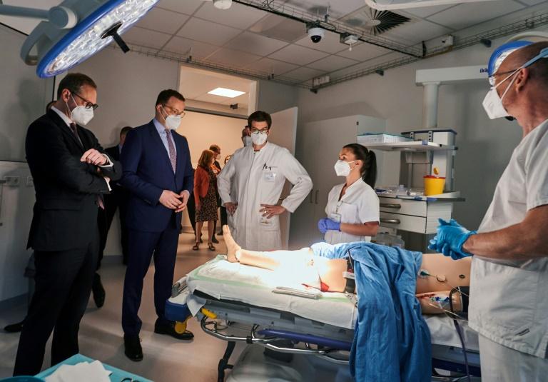 """""""BamS"""": Krankenhäuser müssen genaue Angaben über Corona-Patienten machen (© 2021 AFP)"""