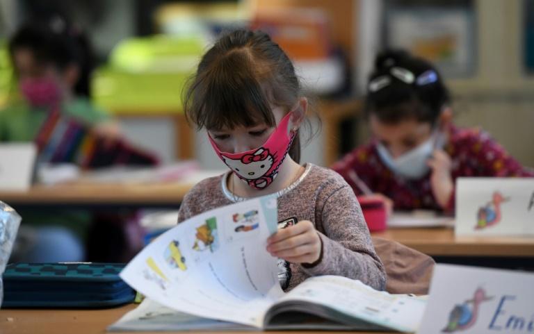 """Lehrerverband fordert Vorbereitung auf """"erneute Phase des Wechselunterrichts"""" (© 2021 AFP)"""