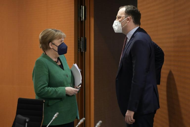 Merkel und Spahn besuchen Robert-Koch-Institut (© 2021 AFP)