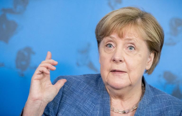 Merkel spricht mit jungen und älteren Menschen über Corona-Erfahrungen (© 2021 AFP)
