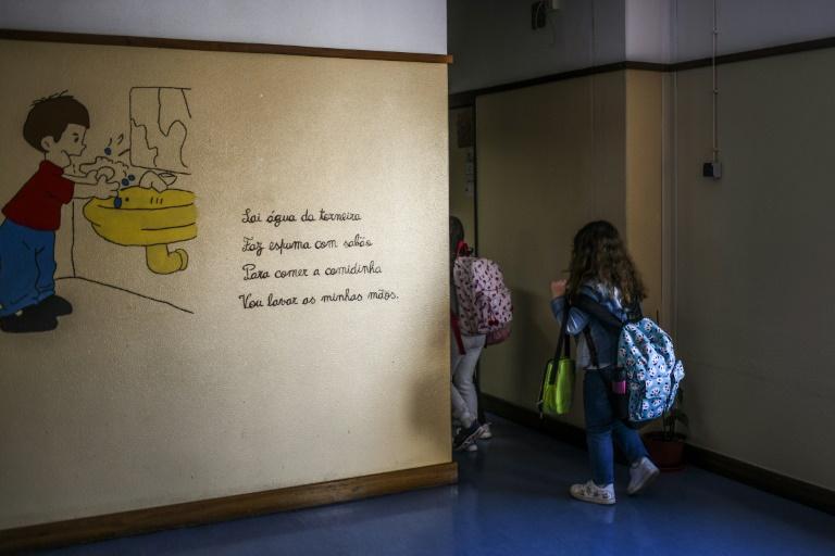 Bund stellt 200 Millionen Euro für mobile Luftfilter in Schulen zu Verfügung (© 2021 AFP)