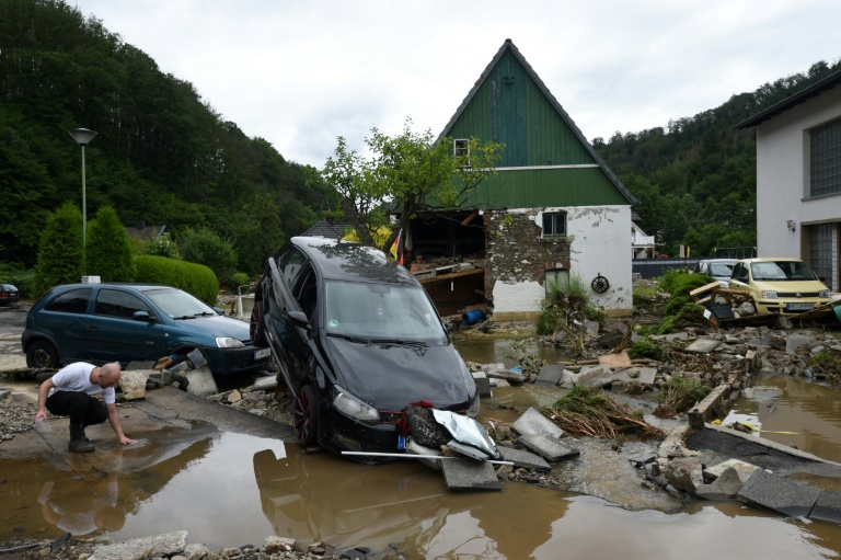 Mehrere Tote in überschwemmtem Bereich von nordrhein-westfälischem Erftstadt (© 2021 AFP)