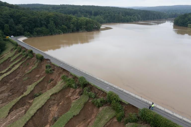 Überflutungsgefahr unterhalb der Steinbachtalsperre noch nicht gebannt (© 2021 AFP)