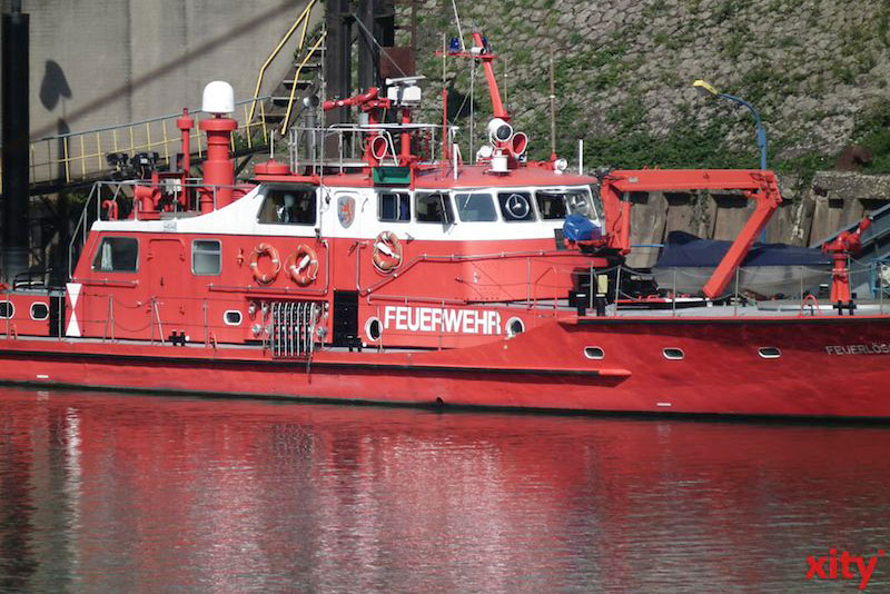 Die Feuerwehr Düsseldorf sicherte Havaristen. (Foto: xity)