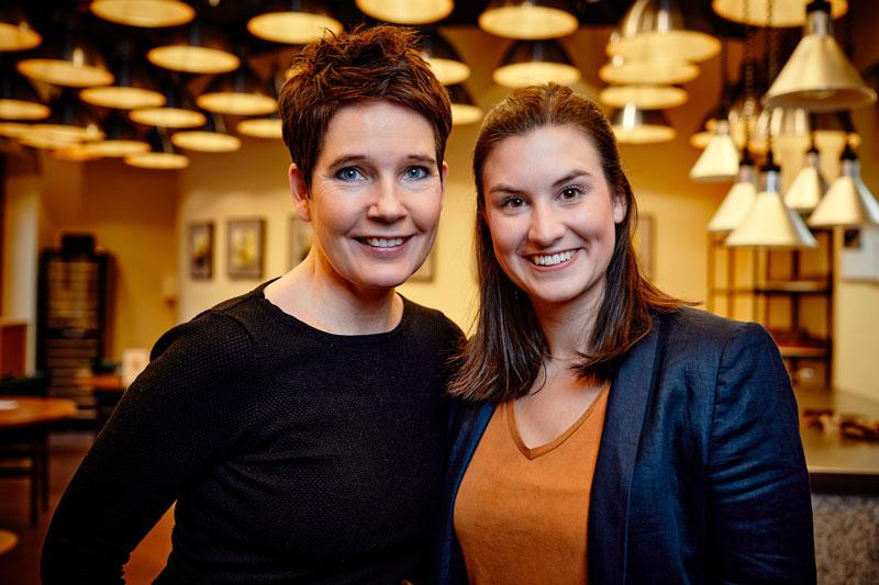 Monika Leiking (l.) und Eva Kleingräber sind die Gesichter des Services Onboarding@Münsterland beim Münsterland e.V. (Foto: Philipp Foelting)