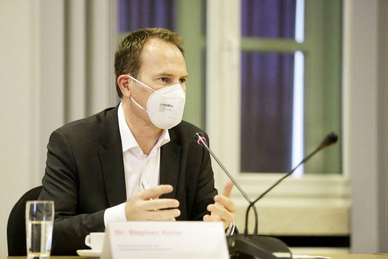 Düsseldorfs Oberbürgermeister Dr. Stephan Keller lässt ein Konzept zum Schutz vor Starkregenereignissen erarbeiten. (Foto: Stadt Düsseldorf)