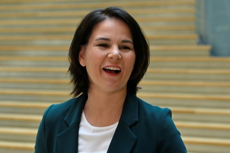 Baerbock fordert Handeln statt Reden beim Klimaschutz (© 2021 AFP)