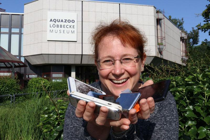 Sandra Honigs, stellvertretende Aquazoo-Direktorin, konnte bereits die ersten Kreativspenden entgegennehmen. (Foto: Aquazoo Löbbecke Museum )