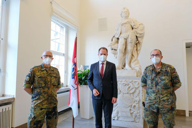 OB Keller empfängt Brigadegenerale im Rathaus. (Foto: Stadt Düsseldorf)