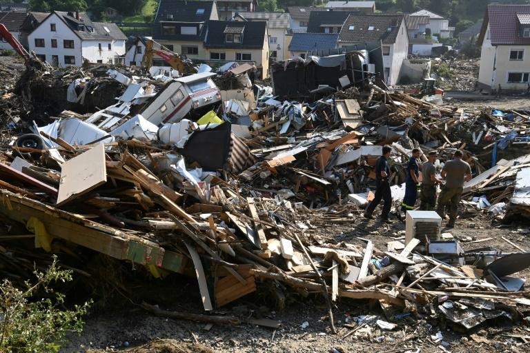Gigantische Trümmermengen in Hochwassergebieten bringen Entsorger an Grenzen (© 2021 AFP)