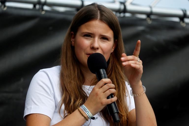 Luisa Neubauer kritisiert Klimaschutzbilanz von Kanzlerin Merkel (© 2021 AFP)