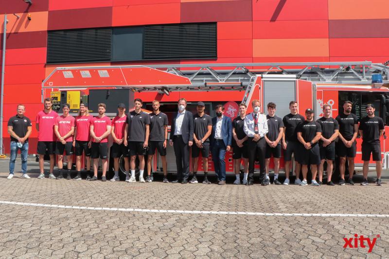 Das große Sommerderby: Eishockeystars messen sich mit der Düsseldorfer Feuerwehr(Foto: xity)