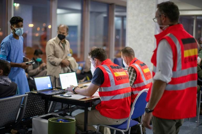 Aus Kabul gerettete Ortskräfte erreichen deutsche Bundesländer (© 2021 AFP)