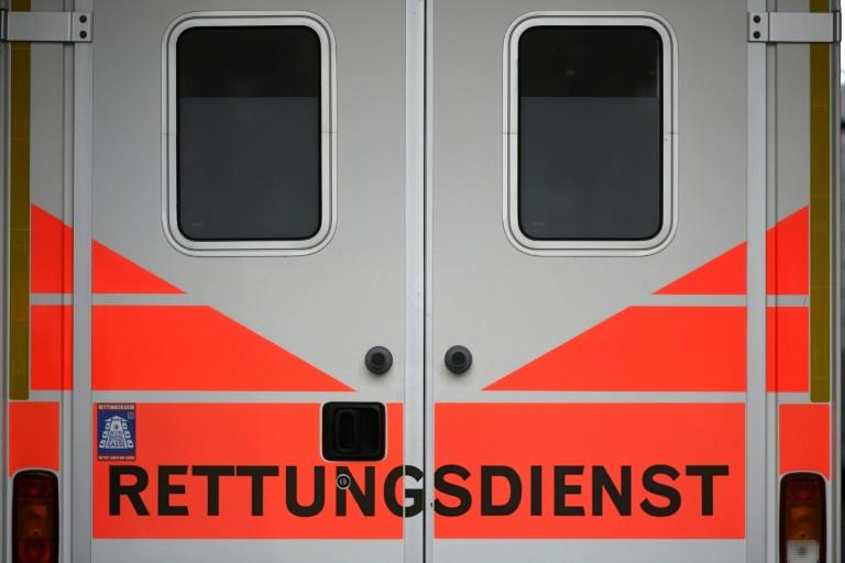 Unbekannte beschmieren erneut Rettungswagen in Kaiserslautern mit Hundekot (© 2021 AFP)
