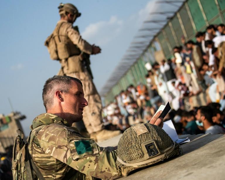 """Großbritannien beendet """"in wenigen Stunden"""" Evakuierungen aus Kabul (© 2021 AFP)"""