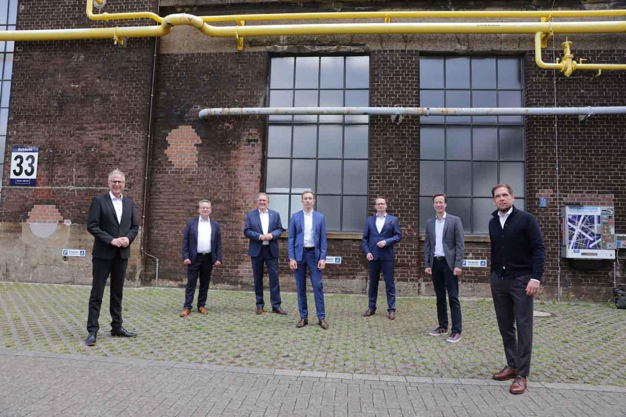 """Vorstellung des 5. """"Digital Demo Day"""" mit dem Beigeordneten Dr. Michael J. Rauterkus (3.v.r.) (Foto: Stadt Düsseldorf/Ingo Lammert)"""