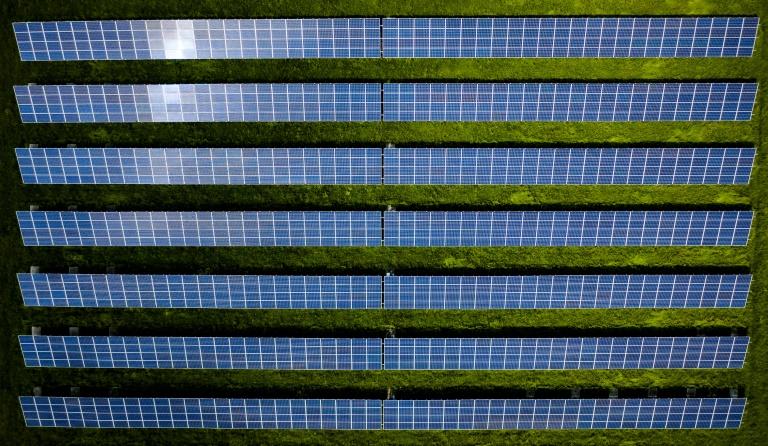 Laschet will Ausbau erneuerbarer Energien beschleunigen (© 2021 AFP)