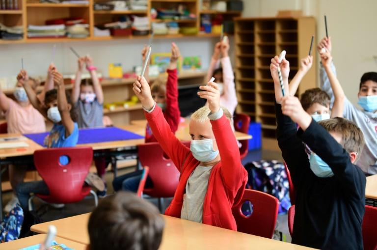 Bildungsministerin Karliczek gegen Lockerung der Maskenpflicht an Schulen (© 2021 AFP)