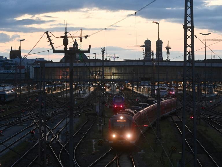 """Bahn fordert GDL zum Ende der """"Blockadehaltung"""" auf (© 2021 AFP)"""