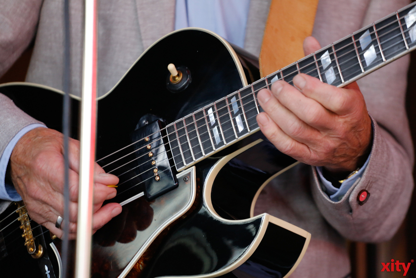 Düsseldorf: Gitarrist Peter Finger spielt im Palais Wittgenstein (Foto: xity)