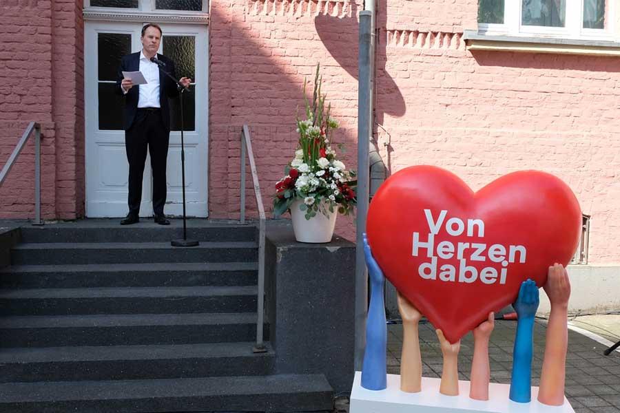 OB Dr. Stephan Keller spricht ein Grußwort beim Brauchtumsfest (Foto: Stadt Düsseldorf/Wilfried Meyer)