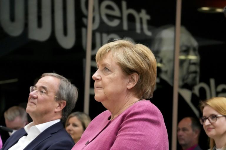 Merkel räumt Versäumnisse bei der Digitalisierung ein (© 2021 AFP)