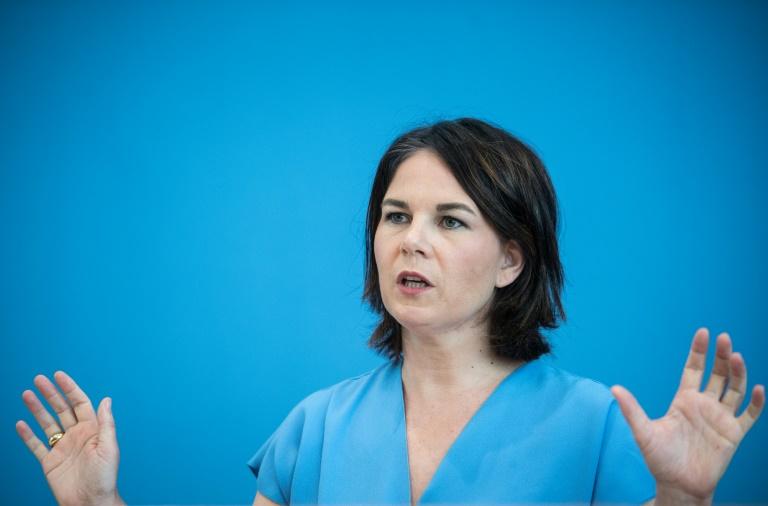 Baerbock kritisiert Auto-Politik der Bundesregierung (© 2021 AFP)
