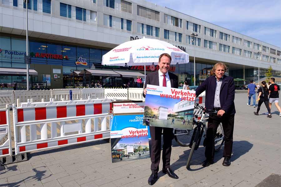 Oberbürgermeister Dr. Stephan Keller und Mobilitätsdezernent Jochen Kral (Foto: Stadt Düsseldorf, Uwe Schaffmeister)