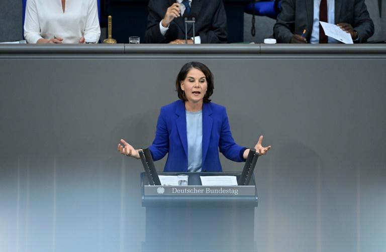 Baerbock greift im Bundestag Union und SPD wegen Klimaschutz an (© 2021 AFP)