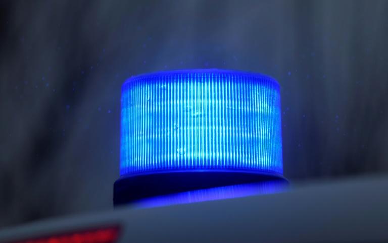 Anruf bei echtem Notruf durchkreuzt Tatplan von falschen Polizisten (© 2021 AFP)