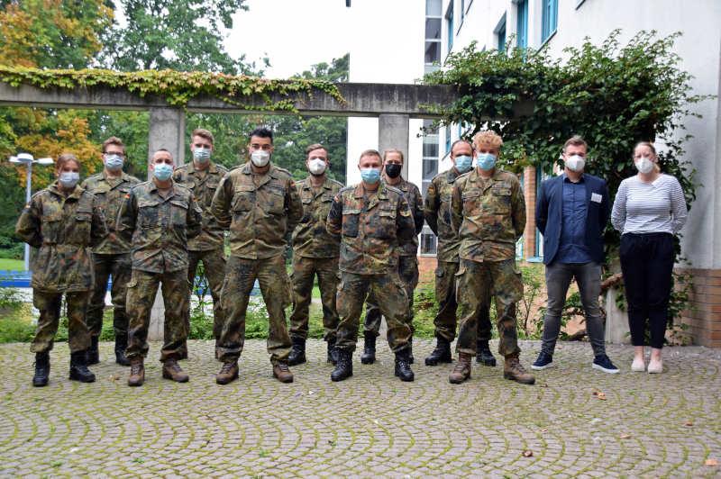 Das Team der Bundeswehr beim Dienstantritt im Gesundheitsamt. (Foto: Anita Lehrke)