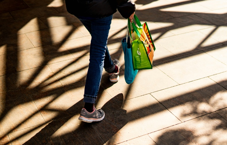 Studie: Strengere Regeln für Mogelpackungen könnten viel Müll reduzieren (© 2021 AFP)
