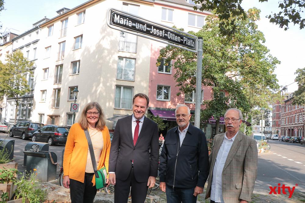 v.l.: Bezirksbürgermeisterin Annette Klinke, OB Dr. Stephan Keller, Günther Otten, Dieter Otten (Foto: xity)