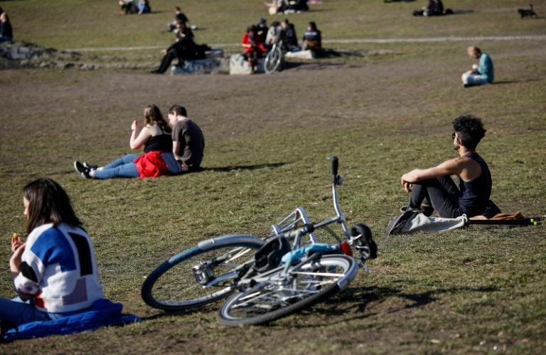 Junge Frauen interessieren sich laut Umfrage weniger für Politik als junge Männer (© 2021 AFP)