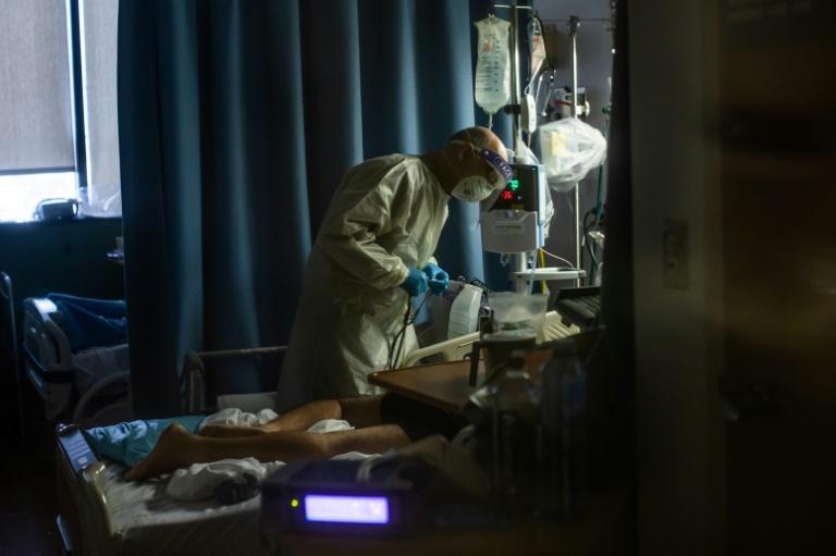 Ökonomen warnen vor hohen Kosten durch Covid-Behandlung für Ungeimpfte (© 2021 AFP)