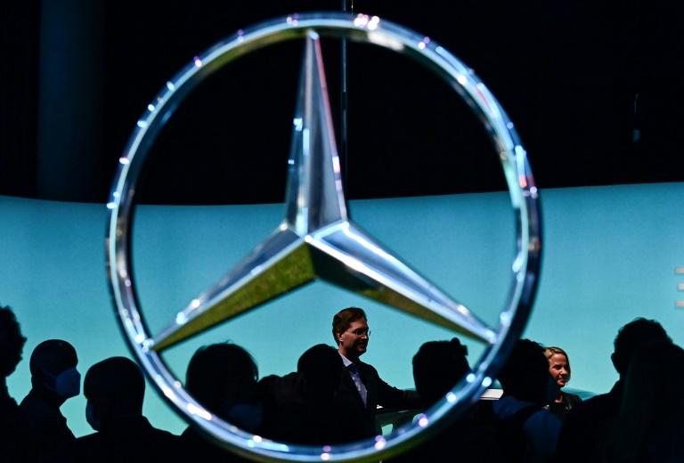 Mercedes-Benz wird Anteilseigner bei Batteriezellenhersteller ACC (© 2021 AFP)