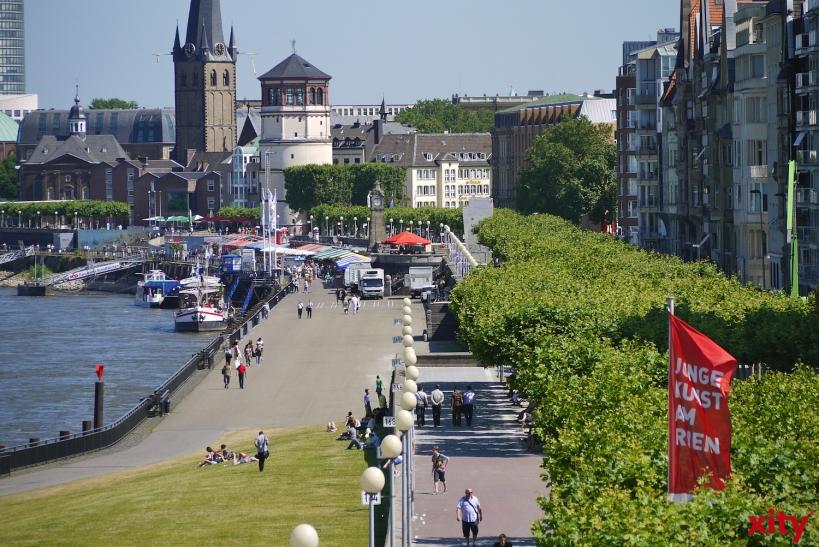 Düsseldorf: Schranke regelt Verkehr am Mannesmannufer(Foto: xity)