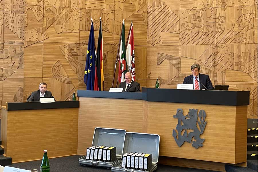 Beigeordneter Christian Zaum, Wahlamtsleiter Manfred Golschinski und Abteilungsleiter Torsten Flader (Foto: Stadt Düsseldorf/Amt für Kommunikation)