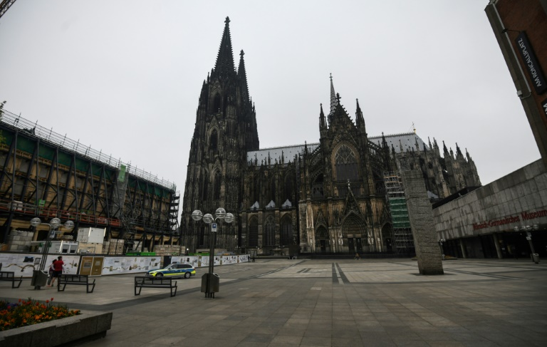 Prominentestes Baugerüst am Kölner Dom soll nach zehn Jahren abgenommen werden (© 2021 AFP)