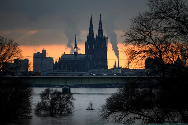 Abbau von prominentem Gerüst am Kölner Dom verschiebt sich wegen starken Winds (© 2021 AFP)