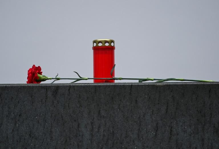 Trauerfeier für in Maskenstreit erschossenen Tankstellenmitarbeiter in Idar-Oberstein (© 2021 AFP)