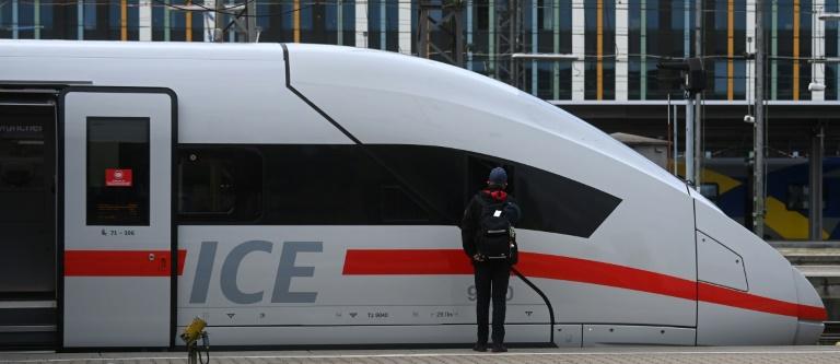 Bahn will mit neuen Sprinterverbindungen Fliegen unattraktiv machen (© 2021 AFP)