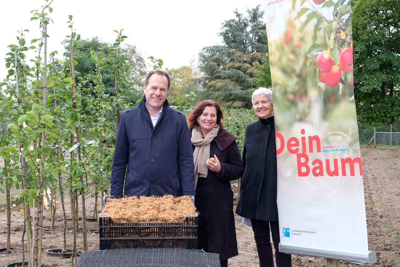 OB Dr. Stephan Keller, Gründezernentin Helga Stulgies und Gartenamtsleiterin Doris Törkel (Foto: Stadt Düsseldorf/Uwe Schaffmeister)