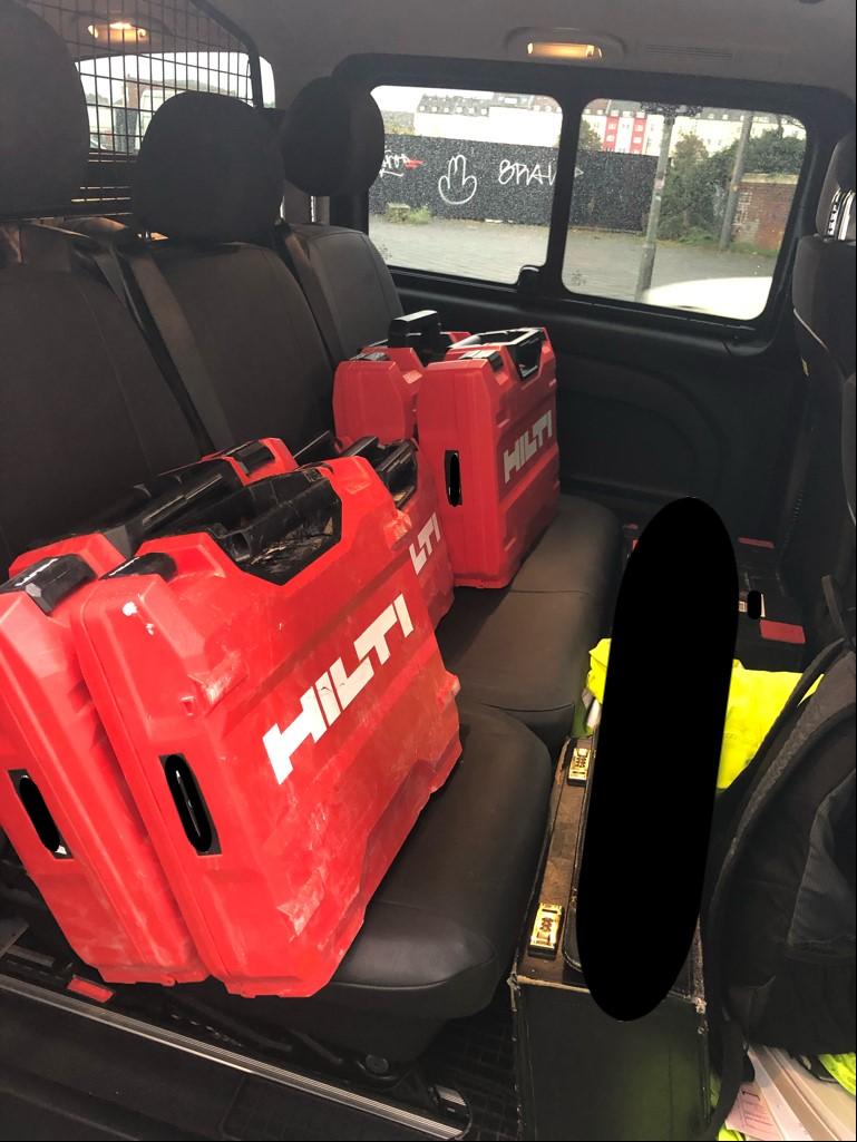 Sichergestellte Werkzeugkoffer aus dem Pkw (Foto: Polizei Düsseldorf)