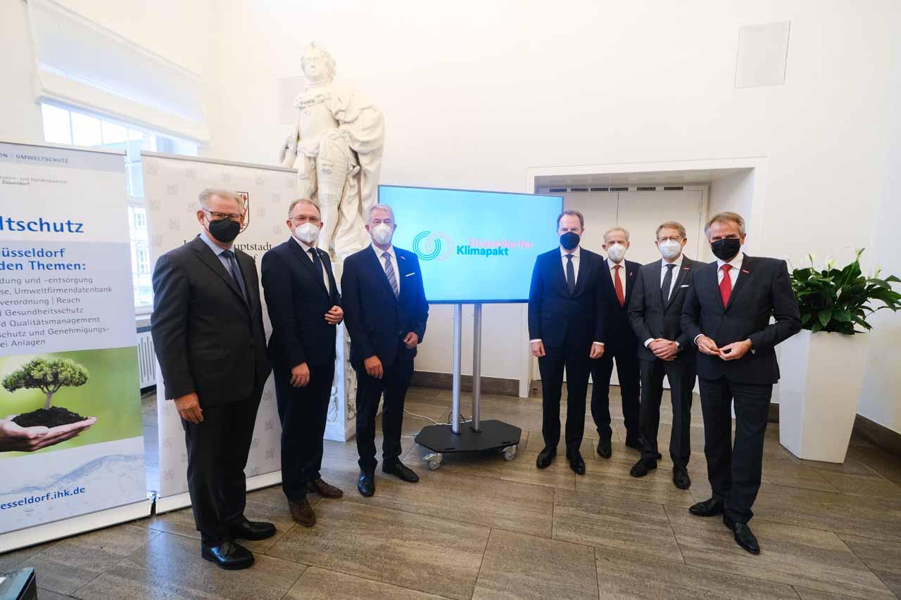 """Stadt Düsseldorf, Industrie- und Handelskammer, Handwerkskammer und Kreishandwerkerschaft unterzeichnen """"Düsseldorfer Klimapakt"""" (Foto: Stadt Düsseldorf/Michael Gstettenbauer)"""