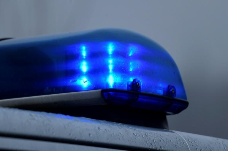 Polizei in Kassel zieht 19-Jährigen mit Blaulicht auf Autodach aus dem Verkehr (© 2021 AFP)