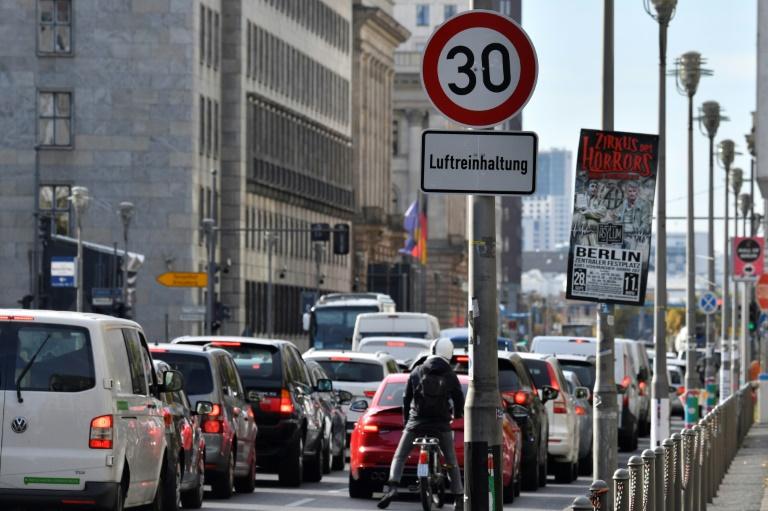 Polizeigewerkschaft und ADAC für mehr Verkehrskontrollen gegen Raser (© 2021 AFP)
