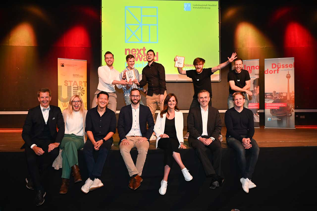 """Gründungsinteressierte bei Prämierungsfeier des ersten """"NEXT Award Düsseldorf"""" ausgezeichnet (Foto: Stadt Düsseldorf/Michael Lübke)"""